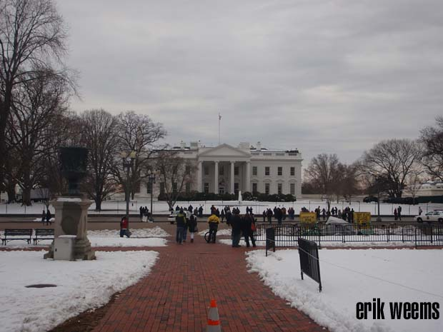 White House in SNow with crowds